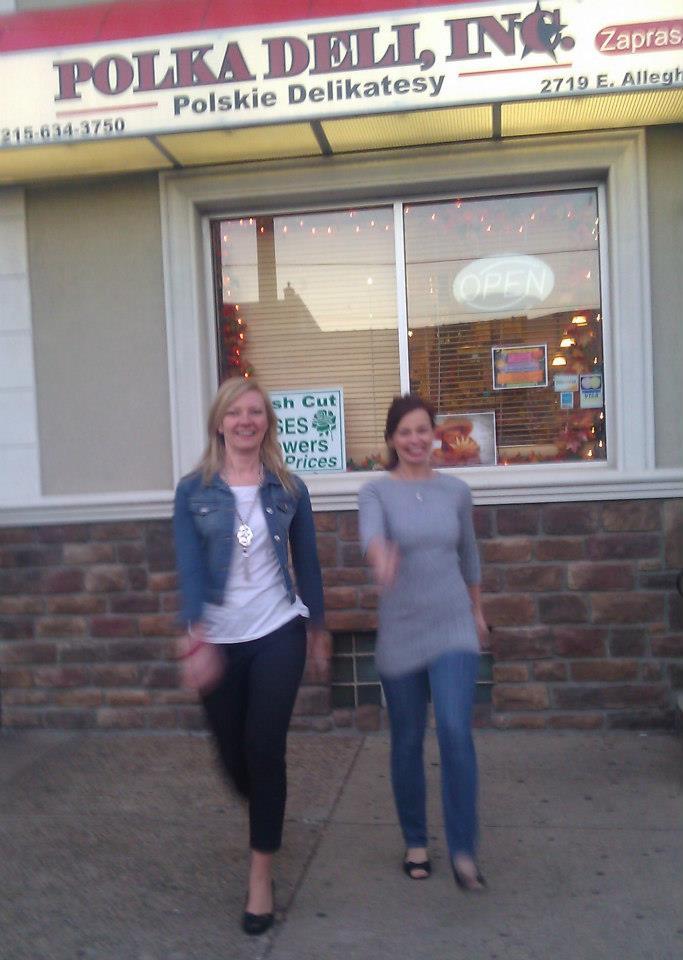 Przed sklepem......zażywamy ruchu na świeżym powietrzu w ramach rozpoczętej przez nas akcji TAK DLA ZDROWIA
